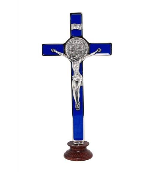 Croix de Saint Benoît sur pied
